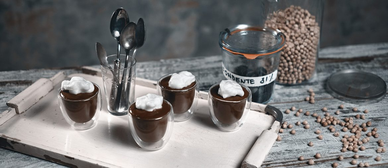 Mousse al cioccolato con l'acquafaba