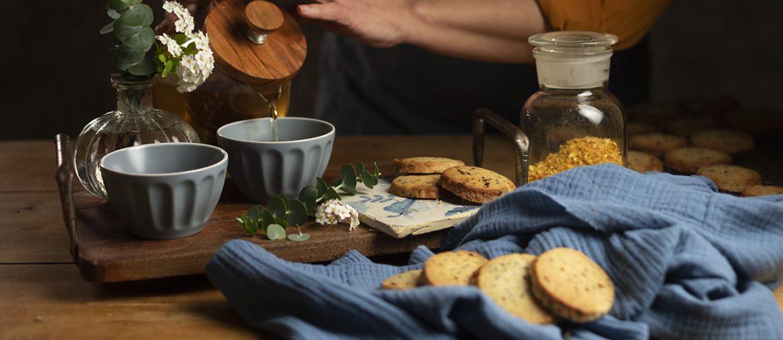 Biscotti con scorza di arancia e tè